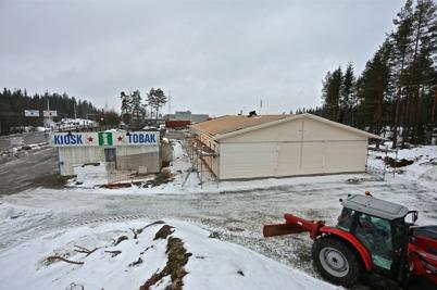 4 februari 2014 - Den nya gränsbutiken var under tak.