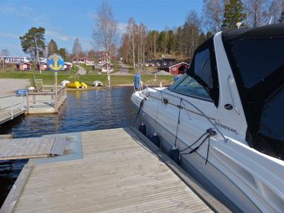 20 april 2014 - Vi kunde se säsongens första båt i båtklubbens Gästhamn.