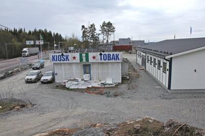 25 april 2014 - Vid gränsen färdigställdes den nya gränsbutiken.