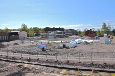 2 maj 2014 - Och i Årjäng fortsatte arbetet med läggning av grunden för nya högstadieskolan.