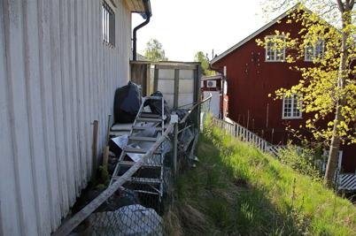 2 maj 2014 - Bakom Centrumkiosken i Töcksfors var det fortfarande en soptipp.