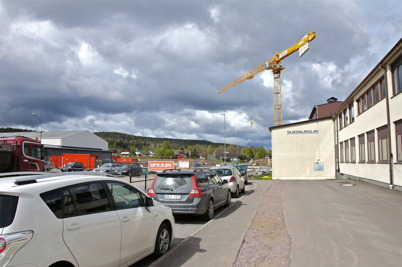 13 maj 2014 - Byggkranen sträckte sig mot skyn i Årjäng och visade att skolbygget var igång.