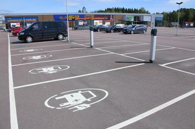 15 maj 2014 - Även vid Handelsparken ordnades det möjlighet att ladda elbilar.
