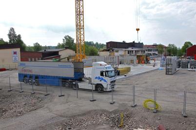 23 maj 2014 - Vid skolbygget i Årjäng anlände fabrikstillverkade betongväggar.