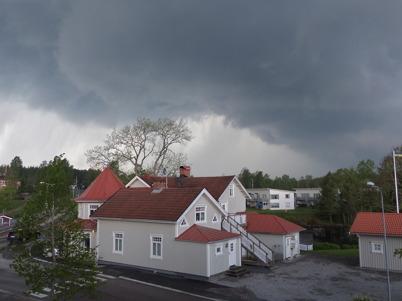 23 maj 2014 - Töcksfors drabbades av ett mycket kraftigt oväder som bl a knäckte träd.