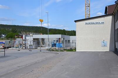 30 maj 2014 - Vid skolbygget i Årjäng började yttervägarna komma på plats.