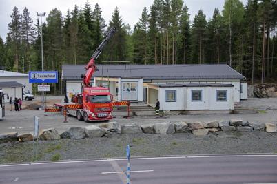 4 juni 2014 - Vid gränsen monterades den gamla gränsbutiken ner.