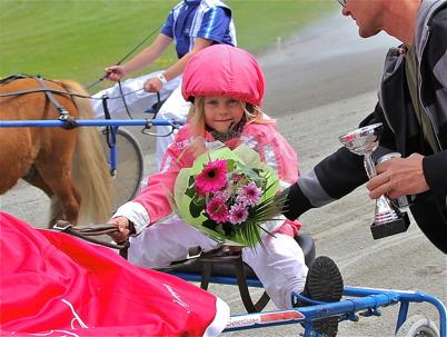 7 juni 2014 - 8-åriga Destiny Cromnow var dagens stjärna på Årjängstravet, där hon vann tre ponnylopp.
