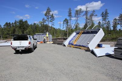 18 juni 2014 - På Mölnerudshöjden började delarna till vindkraftverken att anlända.