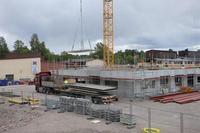 23 juni 2014 - Vid bygget av högstadieskolan i Årjäng började man lägga bottenvåningens takvalv.
