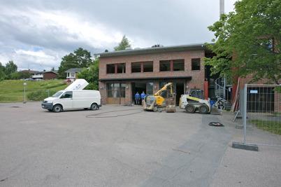 23 juni 2014 - Och vid brandstatioen i Töcksfors började man riva delar av den gamla byggnadskonstruktionen.