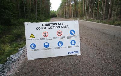 24 juni 2014 - Vestas säkerhetsregler gällde på  Mölnerudshöjden när monteringen av vindkraftverken skulle starta.