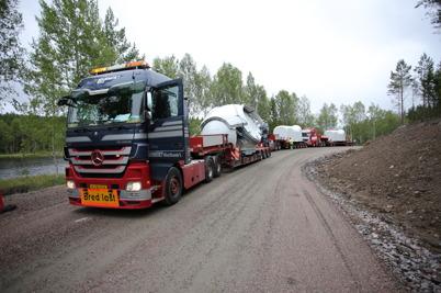 30 juni 2014 - Vid Mölnerudshöjden  fortsatte leveranserna med vindkraftdelar att strömma in.