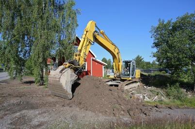 2 juli 2014 - Slussvaktarstugans tomtmark gjordes i ordning.