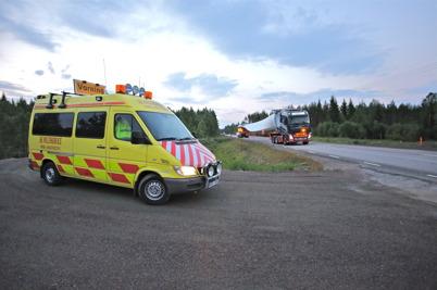 7 juli 2014 - Det gällde att vara uppe redan vid fyratiden på morgonen för att se de stora transporterna komma till Mölnerudshöjden,  med bl  a rotorblad till vindkraftverken.