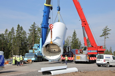 7 juli 2014 - Monteringen av det första vindkraftstornet påbörjades.