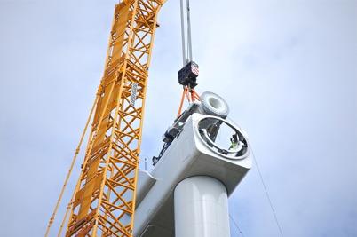 14 juli 2014 - Och på Mölnerudshöjden fortsatte monteringen av vindkraftverken.
