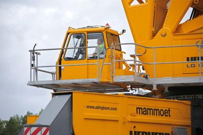 15 juli 2014 - Kranföraren på den stora byggkranen vid vindkraftbygget hade fullt upp att göra.