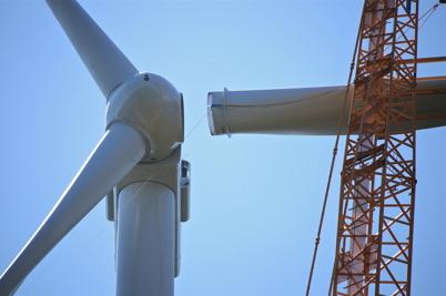 23 juli 2014 - Och på Mölnerudshöjden monterades vindkraftsverkens rotorblad.