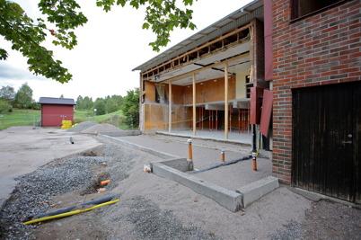5 augusti 2014 - Och i Töcksfors fortsatte ombyggnaden av brandstationen.