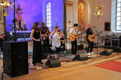 8 augusti 2014 - Allsköns musik fortsatte i Silbodals kyrka med musikgruppen môra-Per förstärka med Jojje Wadenius.