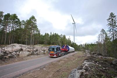 18 augusti 2014 - På Mölnerudshöjden kom de sista leveranserna av  delar till vindkraftverken.