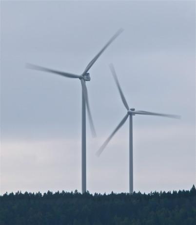 10 september 2014 - På Mölnerudshöjden började de första vindkraftverken snurra.