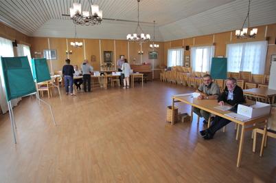 14 september 2014 - Så var det dags för oss alla att rösta och i vallokalen i Töcksmarks församlingshem var man redo.
