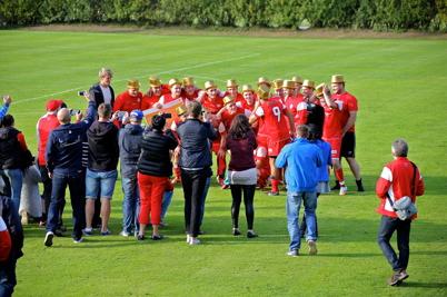 20 september 2014 - Töcksfors IF herrar stod som  segrare i division 5 västra och spelar därmed i division 4 från och med 2015, vilket naturligtvis betydde att Guldhattarna togs fram.