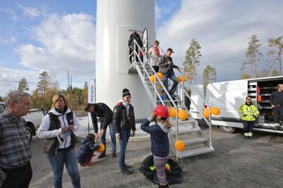 3 oktober 2014 - Vindkraftverk nr 3 på Mölnerudshöjden var visningsobjekt i samband med invigningen.