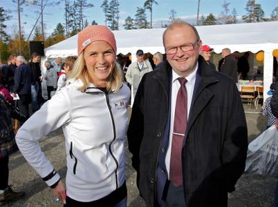 3 oktober 2014 - Landshövding Kenneth Johansson var invigningstalare, här tillsammans med Emma Askengren från Rabbalshede Kraft.