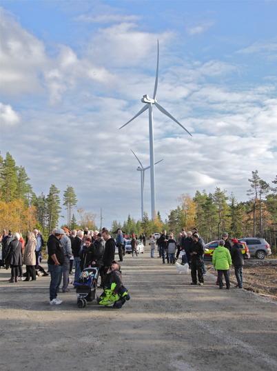 3 oktober 2014 - Bygdens folk samlades på Mölnerudshöjden för att vara med om invigningen av de två första vindkraftsparkerna i Årjängs kommun.