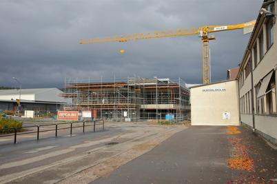 7 oktober 2014 - I Årjäng jobbade man på med skolbygget.