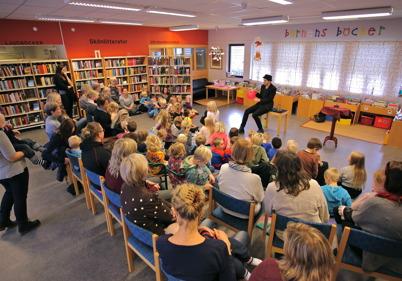 15 oktober 2014 - I Töcksfors bibliotek fick barnen träffa en riktig trollkarl.