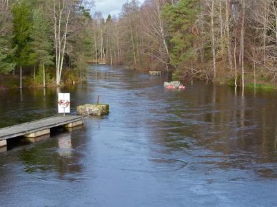 26 oktober 2014 - Vi upplevde en kraftig höstflod med mycket hög vattennivå i kanalen.