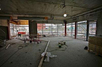 5 november 2014 - Vid skolbygget i Årjäng kunde man ana hur den nya entréhallen till skolan kommer att se ut.