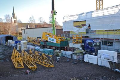 25 november 2014 - Vid skolbygget i Årjäng var det dags att montera ner byggkranen.