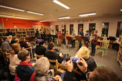 25 november 2014 - I Töcksfors bibliotek spelade musikskolans elever.