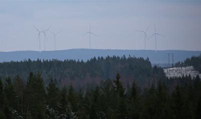 1 december 2014 - Ulvefjällsjätten satt och funderade över vad det var han såg i sydost, borta  på Mölnerudsberget.