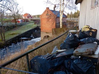 8 december  2014 - Kommunen beslutade ta i med hårdhandskarna mot ägarna av Centrumkiosken.