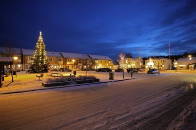 17 december 2014 - Vid torget i Töcksfors var det julstämning.