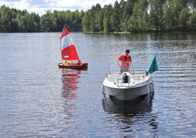 2 juli 2014 - Göran Nilsson instruerar seglarna.