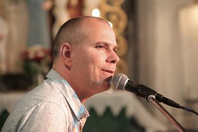 Stig Lindell - musiker och fängslande talare.
