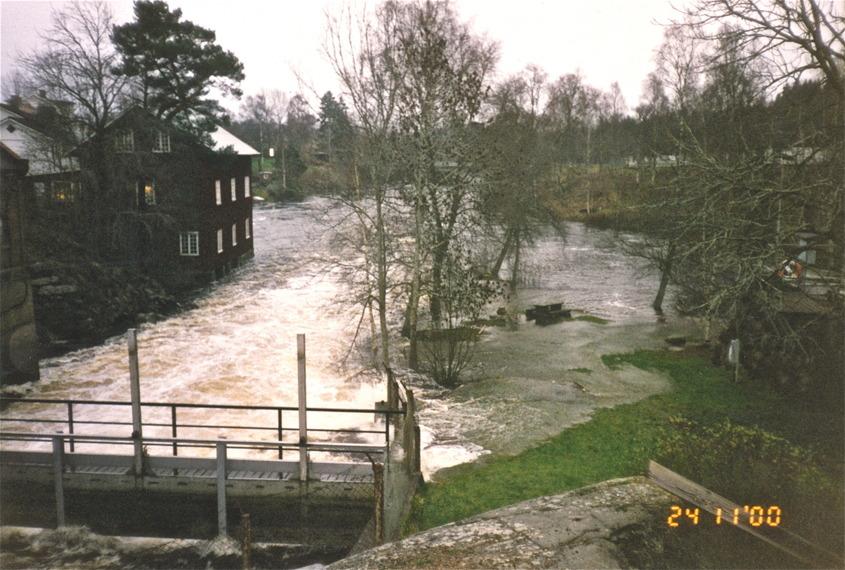 24 november 2000 - Höstflod och översvämning vid övre forsen. / foto : Urban Aronsson