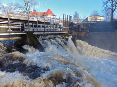 25 oktober 2014 - Dammluckorna var helt öppna vid övre forsen i Töcksfors.