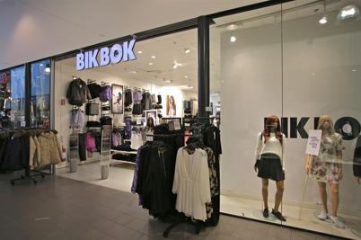 Klädbutiken Bikbok i shoppingcentret.