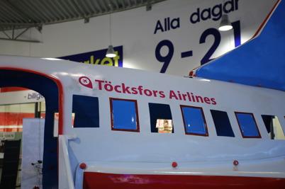 Töcksfors Airlines har landat i shoppingcentret.