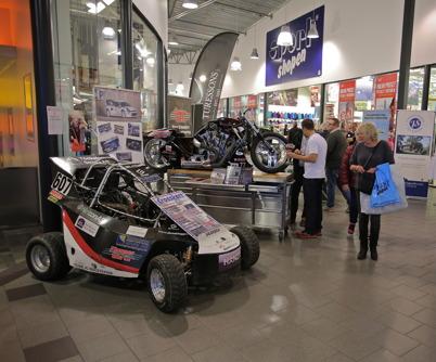Skylt- och dekalföretaget Motex i Årjäng visade exempel på bildekaler, här dekaler för motorsport.