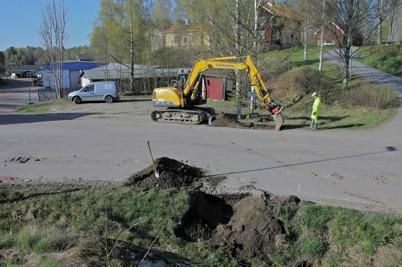 28 april 2014 - Läggning av slangar för fiberstamkabel inom Bruksområdet i Töcksfors.