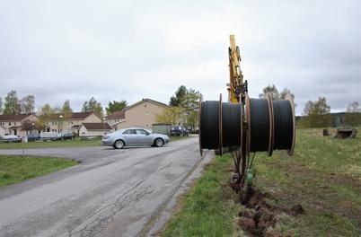 8 maj 2014 - Läggning av slangar för fiberstamkabel vid Bögatan / Näset.